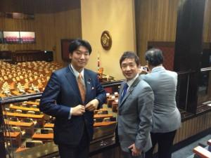韓国国会議事堂本会議場にて、瀬戸隆一衆議院議員と。